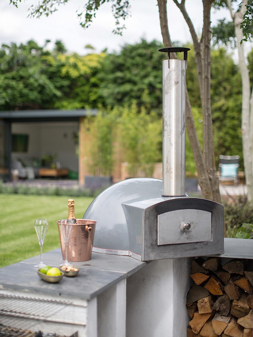 Garden trends pizza oven