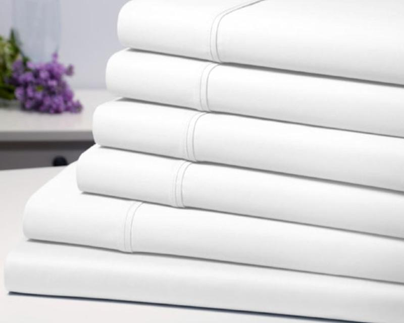 This luxury set includes one flat sheet, one fitted sheet and four pillowcases, all made from winkle-resistant, organic fabric. (Yahoo Lifestyle Store)