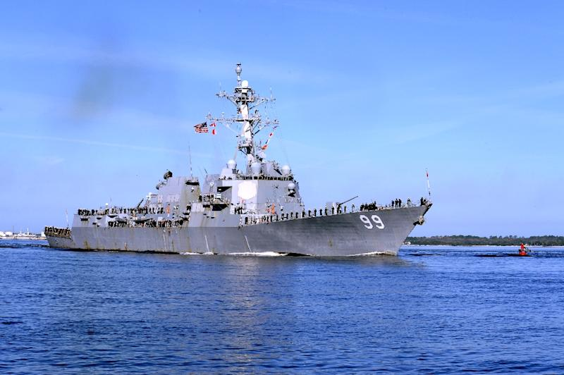 This March 9, 2015 US Navy photo shows the USS Farragut departing homeport at Naval Station Mayport in Florida to support the Theodore Roosevelt Carrier Strike Group (AFP Photo/MC2 Sean P. La Marr)