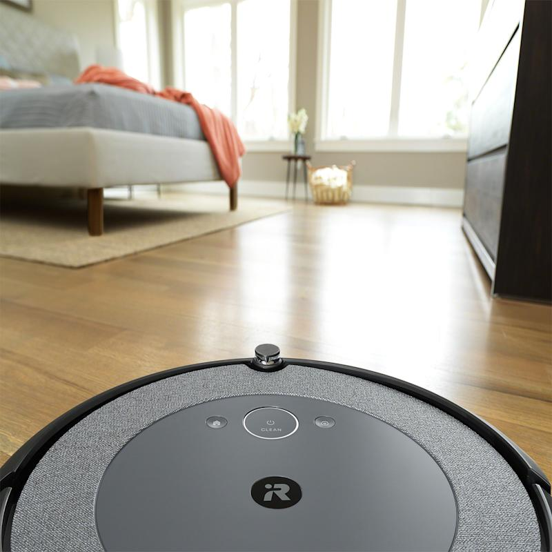 The iRobot Roomba i3+ brings a thoughtful new design that fits well into consumers' homes, with a durable, woven texture that minimizes fingerprints and collects less dust.