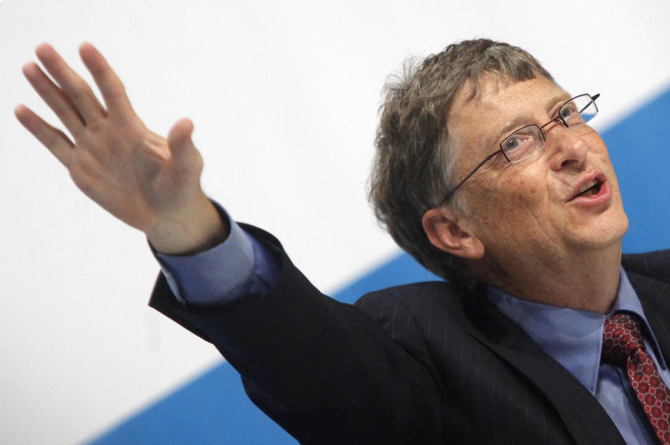 Microsoft chairman Bill Gates gestures during a news conference at the 18th World Aids Conference in Vienna July 19, 2010.   REUTERS/Herwig Prammer  (AUSTRIA - Tags: BUSINESS)