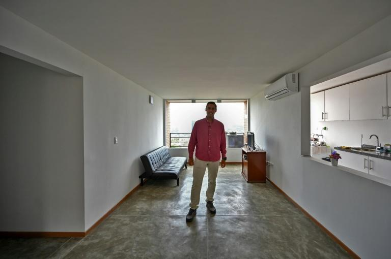 Gustavo Martinez rents an apartment in Caracas with his girlfriend, unable to get a loan to buy his own place despite earning a good salary (AFP/Federico PARRA)