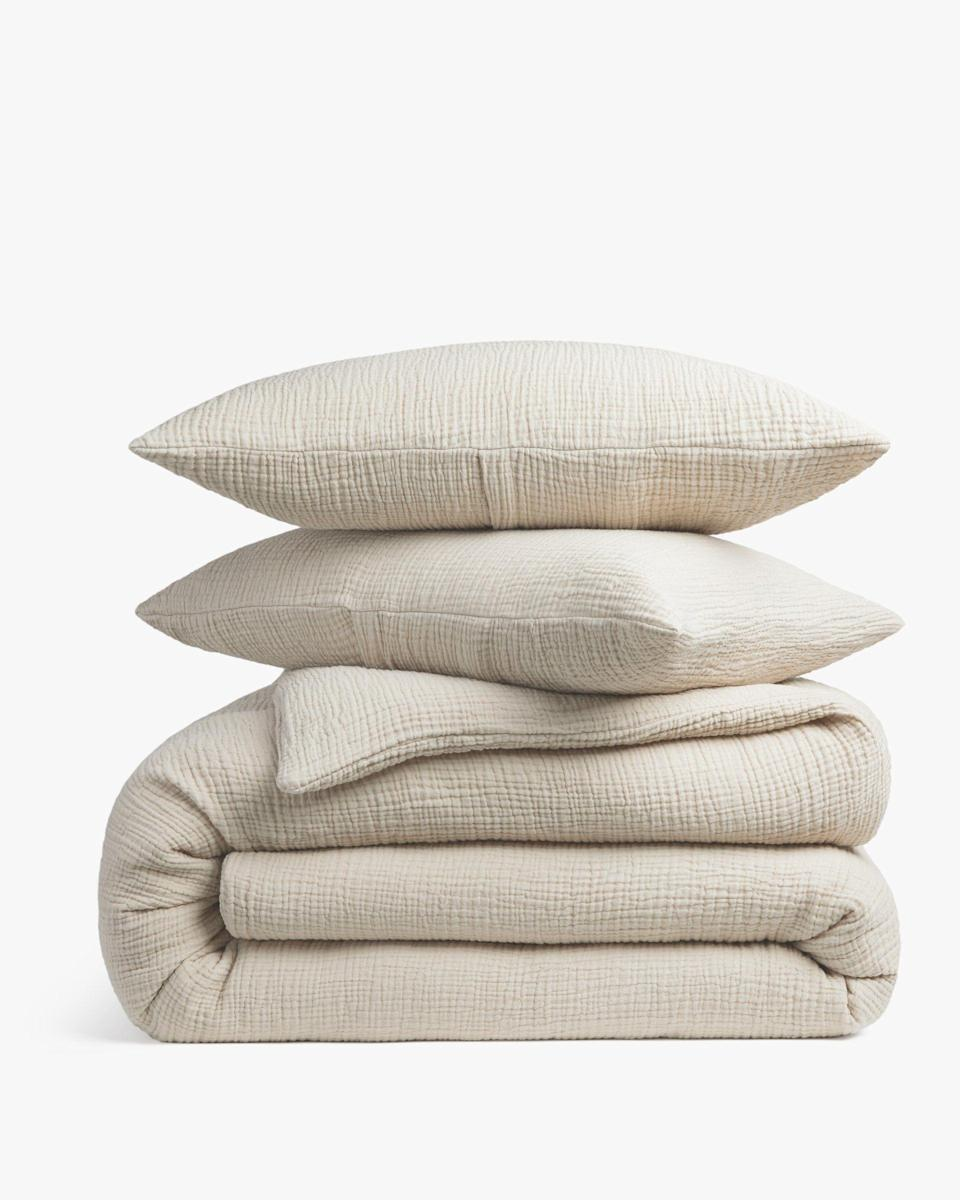 """<p><strong>Parachute Home</strong></p><p>parachutehome.com</p><p><strong>$259.00</strong></p><p><a href=""""https://go.redirectingat.com?id=74968X1596630&url=https%3A%2F%2Fwww.parachutehome.com%2Fproducts%2Fduvet-set-cloud-cotton&sref=https%3A%2F%2Fwww.countryliving.com%2Fshopping%2Fgifts%2Fg25323076%2Fnew-mom-gifts%2F"""" rel=""""nofollow noopener"""" target=""""_blank"""" data-ylk=""""slk:Shop Now"""" class=""""link rapid-noclick-resp"""">Shop Now</a></p><p>She may not spend much time between her sheets, but when she does finally make it to bed, it's the best feeling in the world. Make sure her bedding lives up to the hype. </p>"""