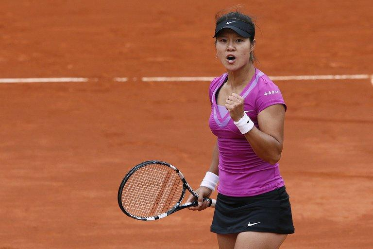China's Li Na reacts at the French Open tennis tournament at the Roland Garros stadium, on June 4, 2012, in Paris