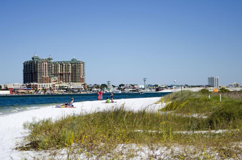 Destin, FL. (Photo by: Education Images/Universal Images Group via Getty Images)