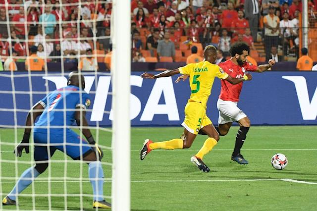 Egypt superstar Mohamed Salah attempts to unleash a trademark left-foot shot in the Africa Cup of Nations victory over Zimbabwe (AFP Photo/Khaled DESOUKI)