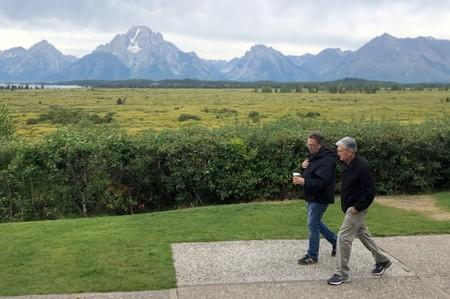 FILE PHOTO: Federal Reserve Chair Jerome Powell and New York Federal Reserve President John Williams walk together in Jackson Hole