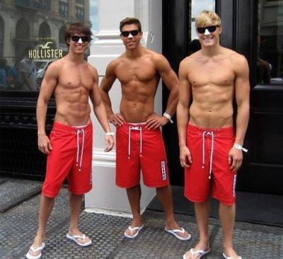 These Hollister employees may not have been bitten, but they look a little underdressed for the city streets!