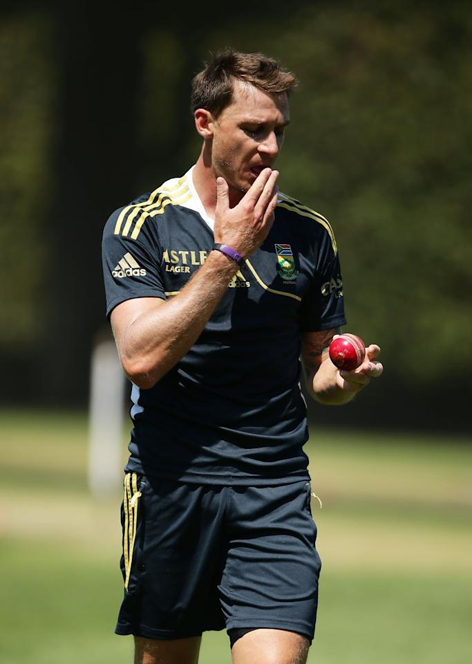 SYDNEY, AUSTRALIA - OCTOBER 31:  Dale Steyn bowls during a South African Proteas nets session at Sydney Cricket Ground on October 31, 2012 in Sydney, Australia.  (Photo by Matt King/Getty Images)