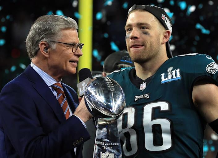 """<div class=""""inline-image__caption""""> <p>Dan Patrick speaks with Zach Ertz of the Philadelphia Eagles as he celebrates defeating the New England Patriots 41-33 in Super Bowl LII on February 4, 2018, in Minneapolis, Minnesota.</p> </div> <div class=""""inline-image__credit""""> Mike Ehrmann/Getty </div>"""