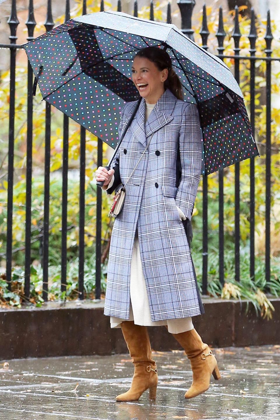 <p>Sutton Foster has sunny smiles on Monday on the New York City set of <em>Younger.</em></p>
