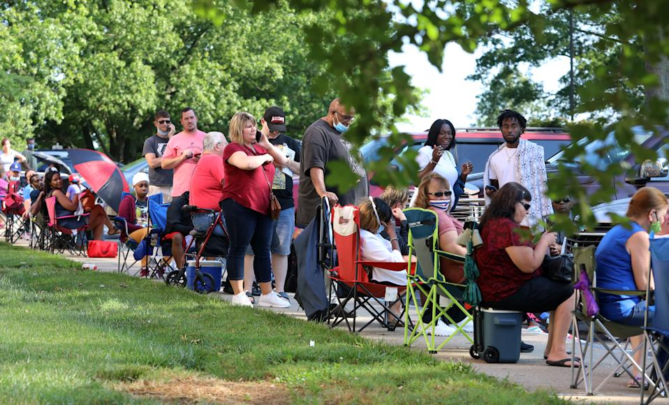Hundreds of unemployed Kentucky residents wait in long lines outside the Kentucky Career Center for help with their unemployment claims on June 19, 2020 in Frankfort, Kentucky. Photo: John Sommers II/Getty Images