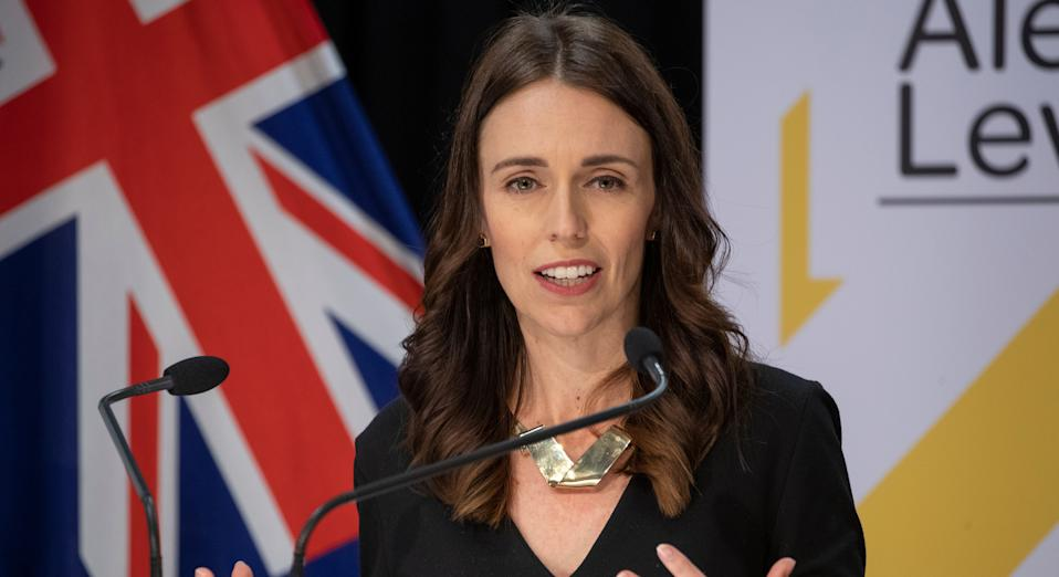The New Zealand prime minister's other half helped touch-up her brunette tresses in lockdown (Getty Images)