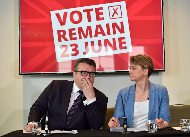 Tom Watson and Yvette Cooper during the 2016 EU referendum campaign. (Photo: PA)