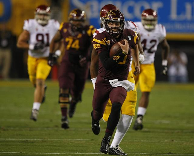 Arizona State quarterback Taylor Kelly (10) runs for forty yards against Southern California during the first half of an NCAA college football game on Saturday, Sept. 28 2013, in Tempe, Ariz. (AP Photo/Rick Scuteri)