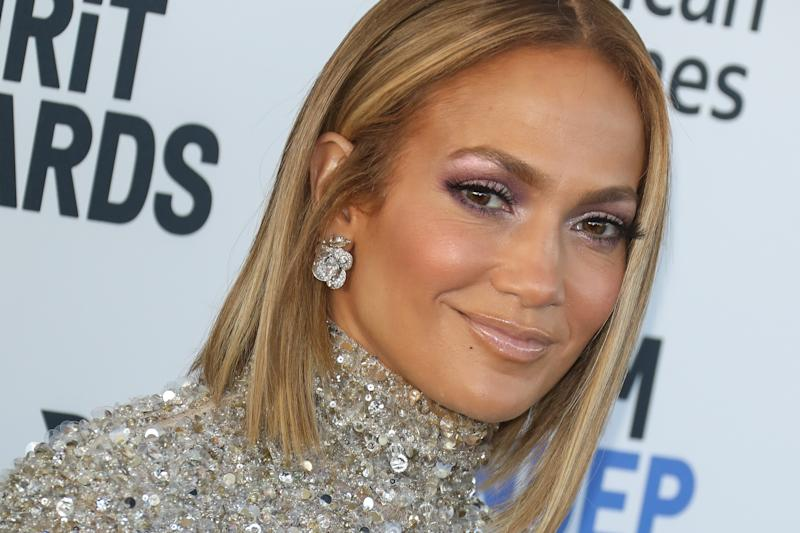 Jennifer Lopez looks gorgeous in a new makeup-free selfie. (Photo: Toni Anne Barson/WireImage)