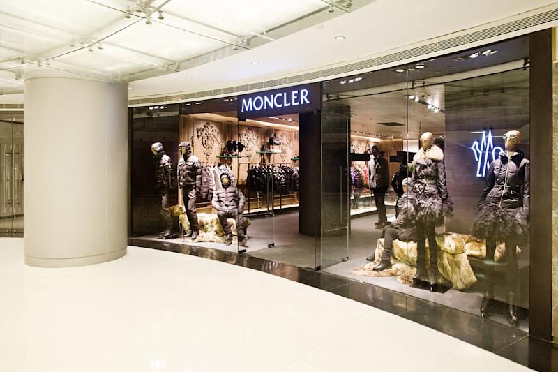Moncler chiude in controtendenza grazie a Goldman Sachs