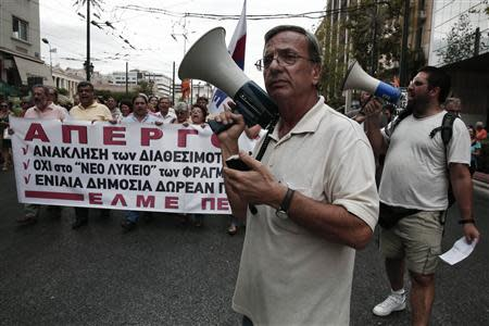 Protesters march during a rally by high school teachers against layoffs in their sector in Athens September 16, 2013. REUTERS/Yorgos Karahalis