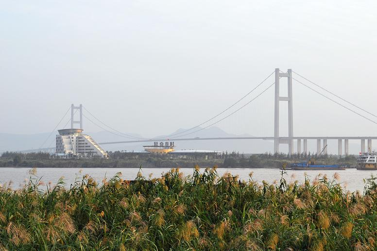 <p><b>4. Runyang Bridge</b></p> <br><p>The Runyang Bridge is a large bridge complex that crosses the Yangtze River in Jiangsu Province, China, downstream of Nanjing. The complex consists of two major bridges that link Zhenjiang on the south bank of the river and Yangzhou on the north. The bridge is part of the Beijing-Shanghai Expressway.</p> <br><p>By Andy Zang (originally posted to Panoramio) [CC-BY-SA-3.0 (http://creativecommons.org/licenses/by-sa/3.0)], via Wikimedia Commons</p>