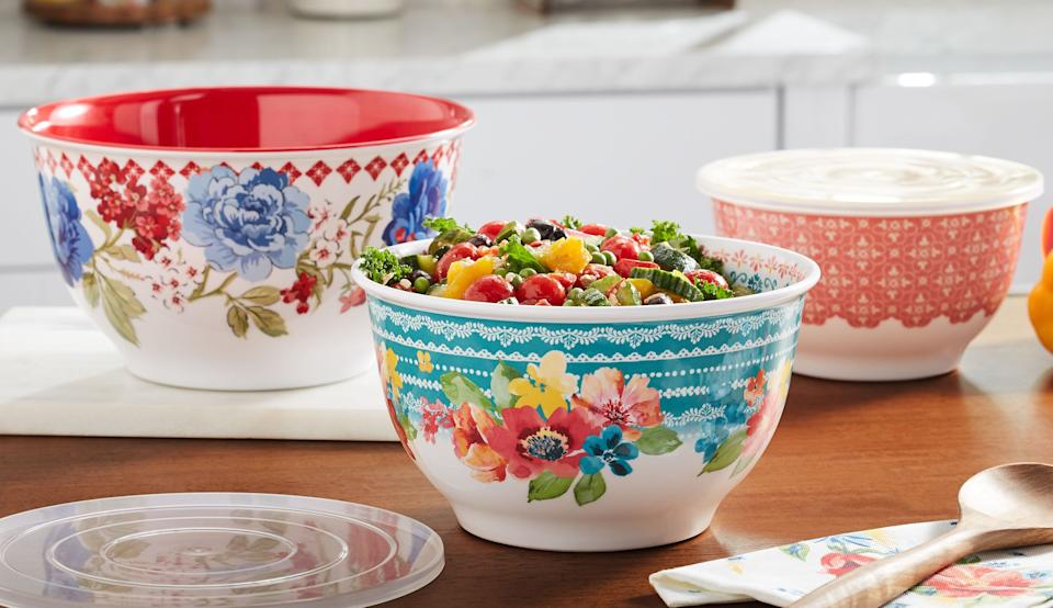 The Pioneer Woman Classic Charm Melamine Bowl Set with Lids (six-pack). (Photo: Walmart)