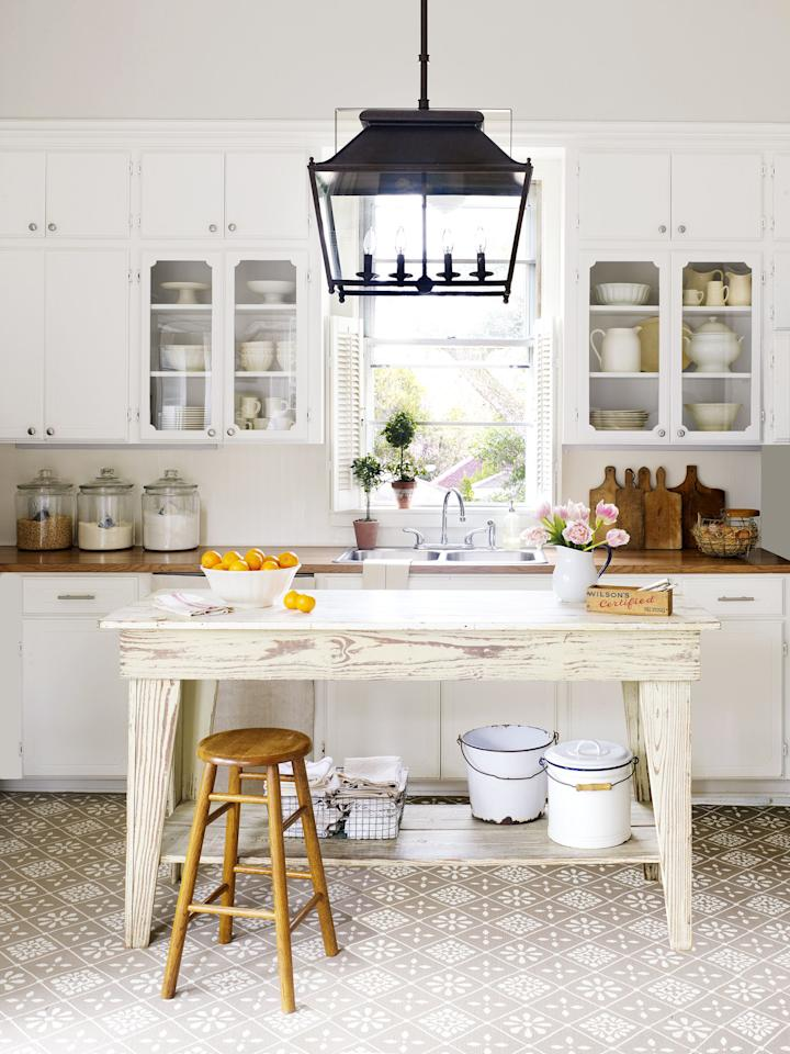 """<p>Good news: You don't have to live out in the country to make your farmhouse dreams a reality. Instead, you just need a few cans of white paint, enough shiplap to cover your walls, and all the reclaimed wood accents you can find. Take a look at this farmhouse decor to get all the inspiration you need to turn your space into something that Chip and Joanna Gaines would approve of. These ideas cover every room in your house — <a href=""""https://www.goodhousekeeping.com/home/decorating-ideas/g2000/decor-ideas-bathroom/"""" target=""""_blank"""">bathroom</a>, <a href=""""https://www.goodhousekeeping.com/home/decorating-ideas/g30363189/entryway-ideas/"""" target=""""_blank"""">entryway</a>, and <a href=""""https://www.goodhousekeeping.com/home/decorating-ideas/g1872/decor-ideas-kitchen/"""" target=""""_blank"""">kitchen</a> included — so you can decide if you want to do a complete makeover or just take it one small space at a time. </p><p>Luckily, most of these farmhouse decor ideas walk a fine line between modern and rustic, so you don't have to part with your <a href=""""https://www.goodhousekeeping.com/home/g4650/valuable-antiques/"""" target=""""_blank"""">favorite antiques</a> or latest store-bought finds to accomplish these Pinterest-worthy looks. It's just up to you how (or if) you use 'em.</p>"""