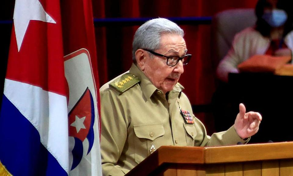 Raúl Castro announces his retirement