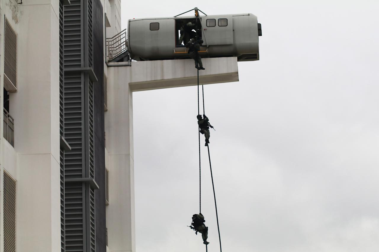 <p>SOC's Special Tactics and Rescue (STAR) officers demonstrated how they repelled from a height before entering a building. Photo: Hannah Teoh/Yahoo News Singapore </p>