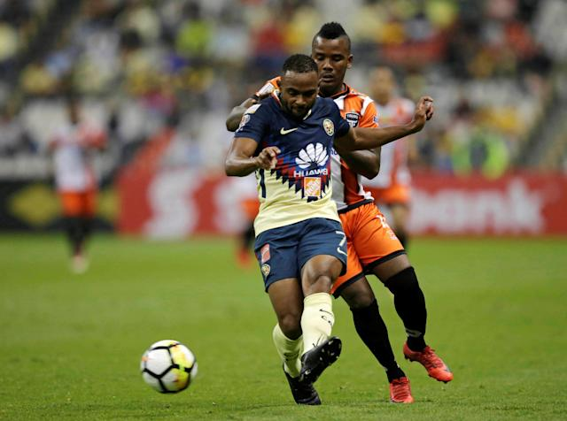 Soccer Football - Club America v Tauro FC- CONCACAF Champions League - Azteca stadium, Mexico City, Mexico - March 6, 2018 - Enrico Small of Tauro FC and William da Silva of Club America in action. REUTERS/Henry Romero