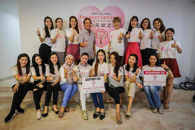Miss Tourism International president Tan Sri Danny Ooi and a bevy of former Miss Malaysia Tourism beauties at the newly-opened Pink Heart Care Centre welfare home for the elderly. — Picture by Hari Anggara