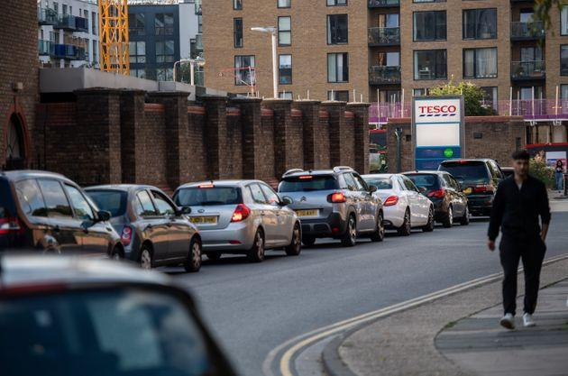 Motorists queue for fuel at a Tesco garage in Lewisham on September 26, 2021 (Photo: Chris J Ratcliffe via Getty Images)