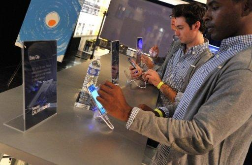 Samsung launches the Galaxy Note II at Skylight at Moynihan Station in New York last month. Samsuing's share of worldwide smartphone sales has leapfrogged Apple to 31.3%