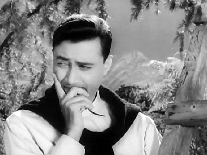 <p>Time has nothing on the charm of the popular actor of yesteryears. And hence, when the signed black and white pictures of Dev Anand was put up for auction, it was taken for a whopping sum of INR 400,000. </p>