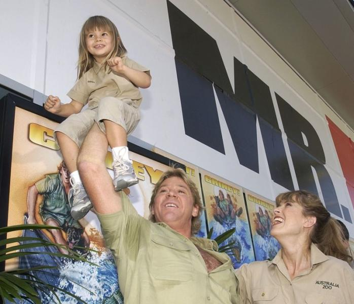 STEVE AND TERRI IRWIN POSE WITH DAUGHTER BINDI AT PREMIERE.