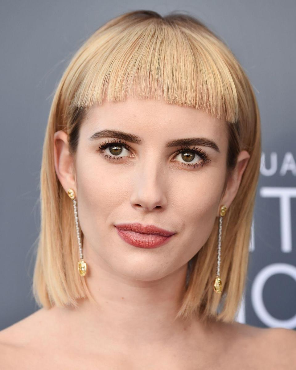 <p>Following in the footsteps of fellow actress (and namesake) Emma Watson, Emma Roberts worked the Critic's Choice red carpet with a new addition to her blonde bob. Yup, you guessed it, the actress swapped her nonchalant lob for a super blunt bob adorned with a poker straight sci-fi style fringe making her the latest celeb to join the micro fringe gang.</p>