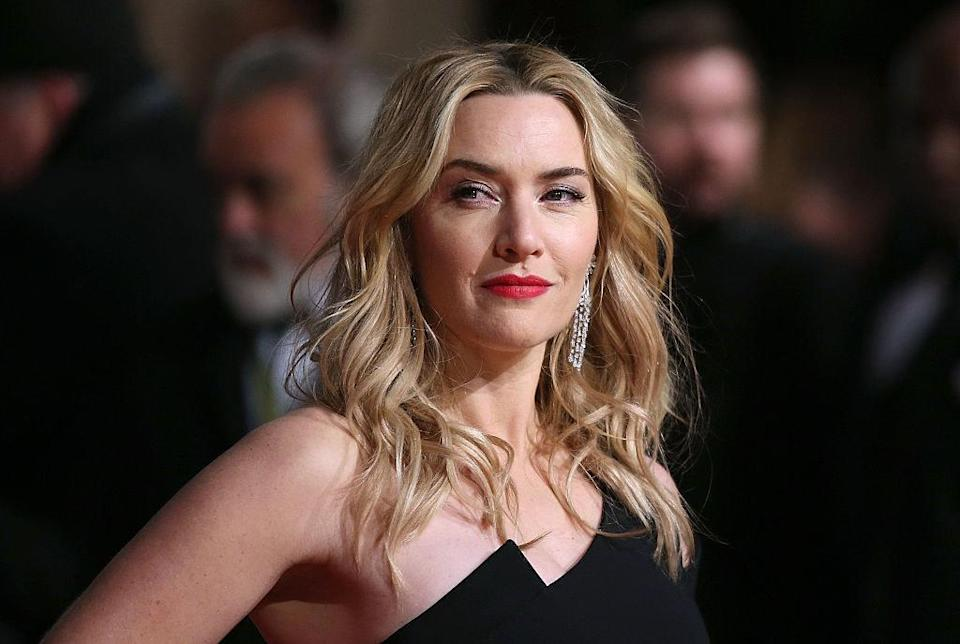 Winslet poses with hand on hip
