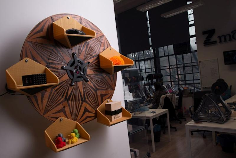 Make your shelves come to you with a 3D-printed Ferris wheel bookshelf
