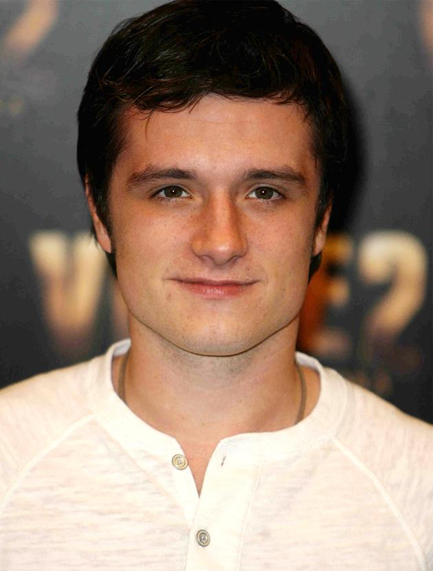 Josh Hutcherson photos: We could stare into those puppy dog brown eyes forever.