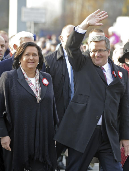 Polish President Bronislaw Komorowski, right, greets people, as he and wife Anna, open the March For Independent Poland, during a ceremony marking Independence Day, in Warsaw, Poland, Sunday, Nov. 11, 2012. (AP Photo/Alik Keplicz)