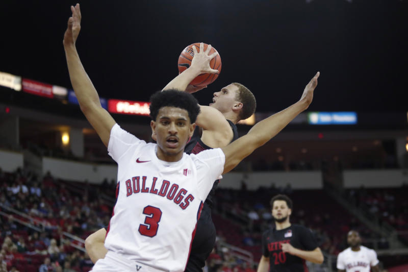 San Diego State's Malachi Flynn drives to the basket as he's guarded by Fresno State's Jarred Hyder during the second half of an NCAA college basketball game in Fresno, Calif., Tuesday Jan. 14, 2020. (AP Photo/Gary Kazanjian)