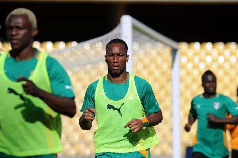 Didier Drogba (C) trains with his Ivory Coast teammates in Rustenburg, South Africa on January 21, 2013