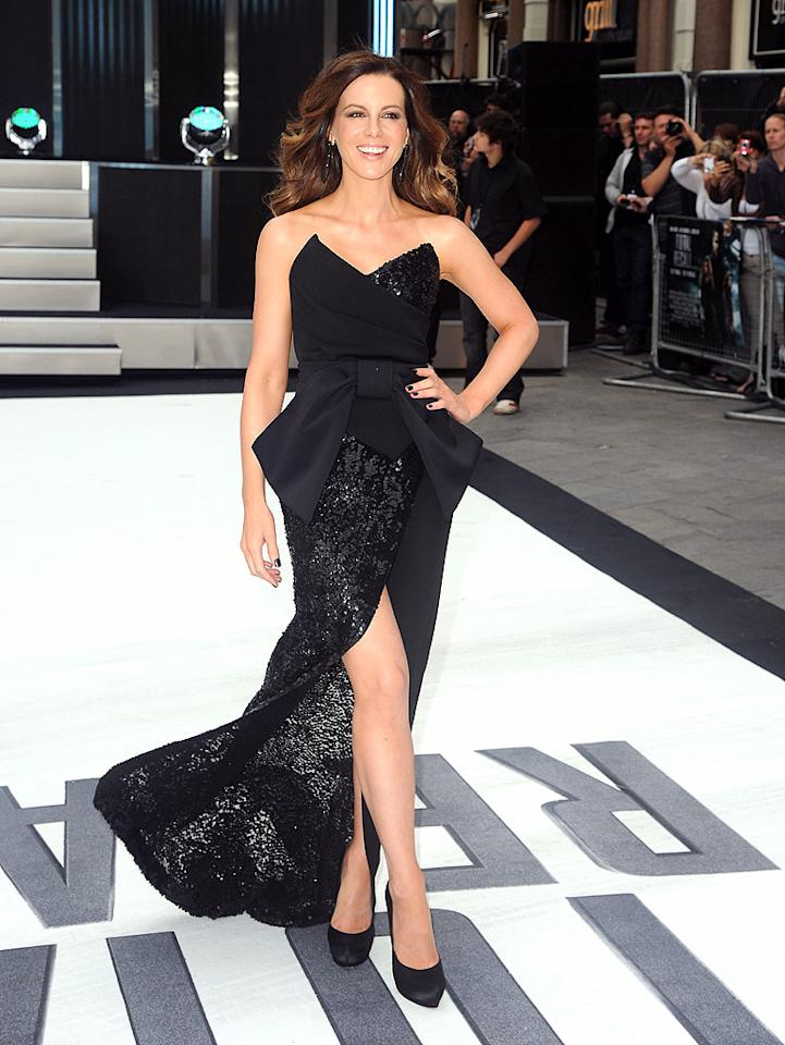 "Also spotted looking stellar this week was Kate Beckinsale, who delivered effortless elegance in a sequined Donna Karan showstopper and Salvatore Ferragamo satin pumps at the U.K. premiere of <a target=""_blank"" href=""http://movies.yahoo.com/movie/total-recall-2012/"">""Total Recall.""</a> The action flick may have bombed at the U.S. box office, but that hasn't stopped Kate from looking ""totally"" gorgeous during the promotional tour. (8/16/2012)<br><br><a target=""_blank"" href=""http://omg.yahoo.com/news/kate-beckinsale-39-maintains-her-super-sexy-figure-213000524.html"">How Beckinsale maintains her sexy figure</a><br><br>"