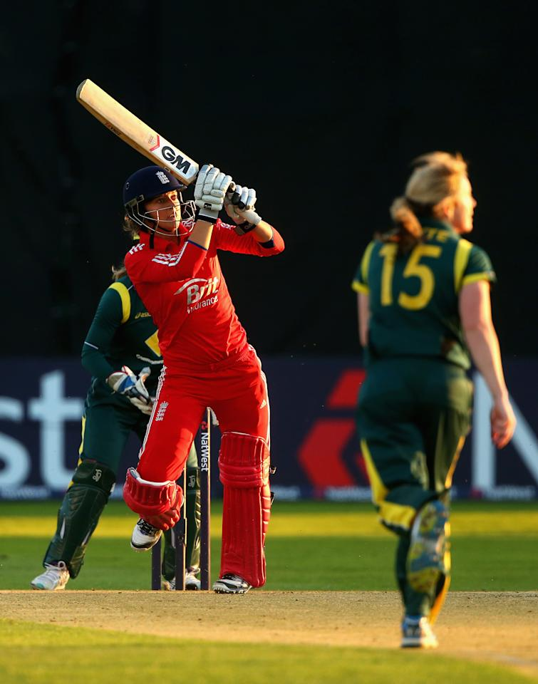 CHELMSFORD, ENGLAND - AUGUST 27:  Sarah Taylor of England plays a shot off the bowling of Sarah Coyte of Australia during the 1st NatWest T20 match between England Women and Australia Womens at Ford County Ground on August 27, 2013 in Chelmsford, England.  (Photo by Julian Finney/Getty Images)