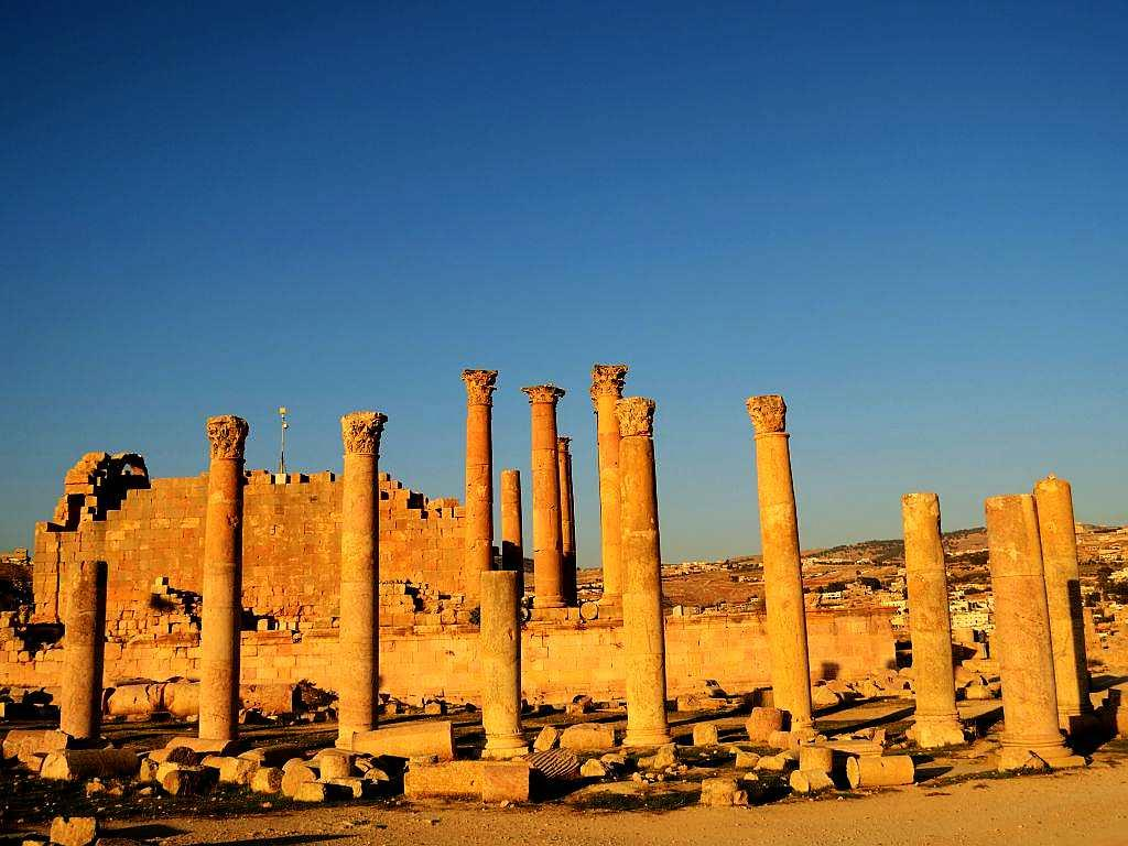 You need an entire day to explore Jerash. Temples dedicated to Zeus and Artemis stand here amidst ruins, their columns touching the sky. Columns and pillars flank it as you can see a smattering of smaller temples.