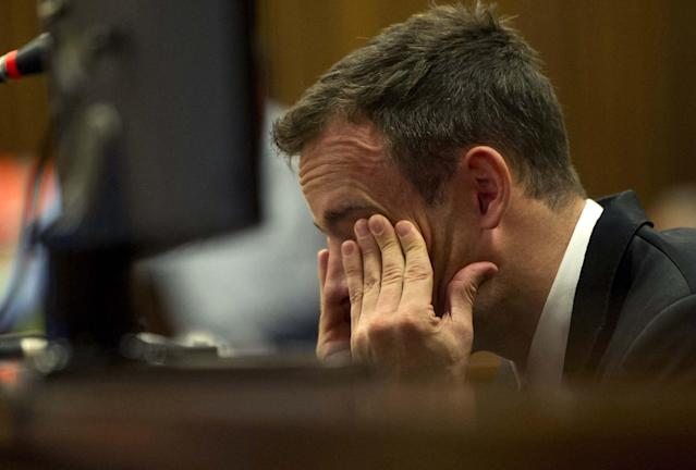Oscar Pistorius takes witness stand for first time