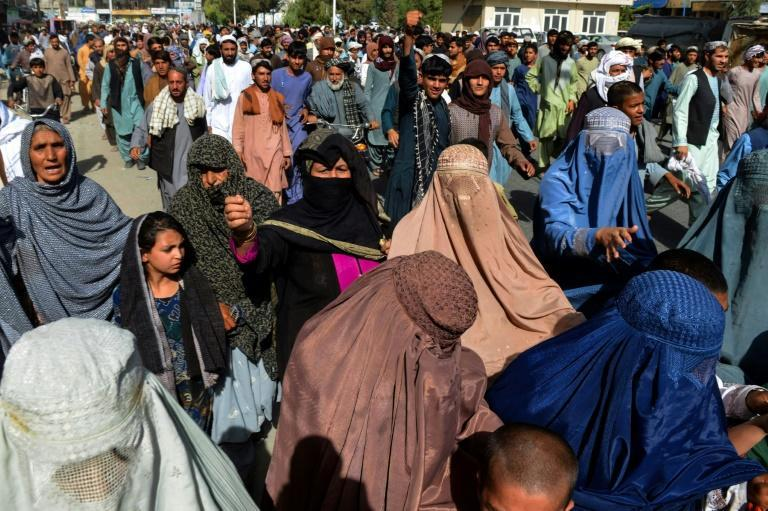 Hundreds of protesters marched in Kandahar against plans by the Taliban to evict them from their homes (AFP/Javed TANVEER)