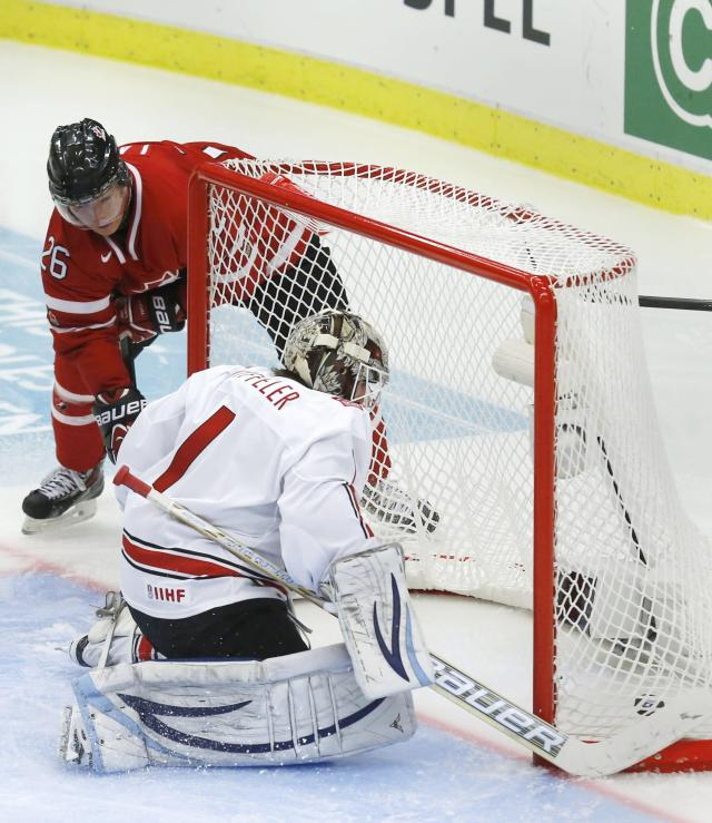 Canada's Curtis Lazar (L) scores on Switzerland's goalie Melvin Nyffeler during the third period of their IIHF World Junior Championship ice hockey game in Malmo, Sweden, January 2, 2014. REUTERS/Alexander Demianchuk (SWEDEN - Tags: SPORT ICE HOCKEY)