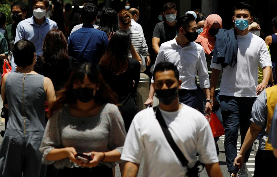 Office workers spend their lunch breaks at the central business district during the coronavirus disease (COVID-19) outbreak in Singapore, September 8, 2021. REUTERS/Edgar Su