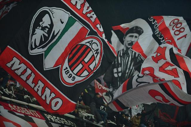 AC Milan supporters wave flags during a serie A match against Juventus (AFP Photo/GIUSEPPE CACACE)