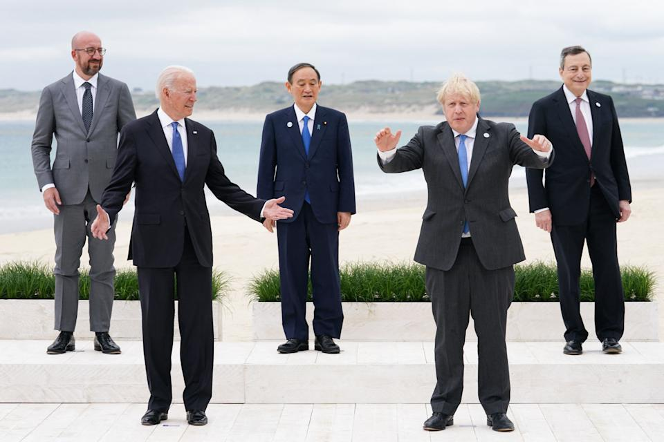 """G7 leaders during a so-called """"family photo"""" (Photo: KEVIN LAMARQUE via Getty Images)"""