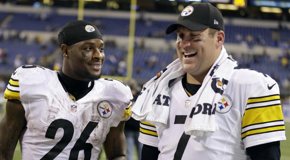 Ben Roethlisberger, pictured with Le'Veon Bell in happier times in 2016, is still awaiting a text reply from his former teammate. (AP)